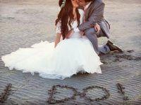 foto novios besandose en la arena