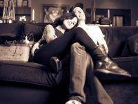 pareja en el sofa