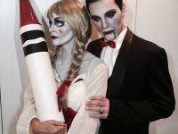 pareja posando para halloween