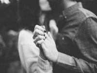 pareja romantica con mucho amor