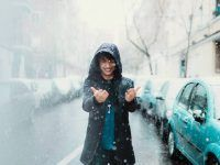 poses para fotos en la ciudad nevando