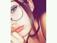 bella mujer con sus gafas