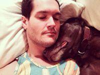 durmiendo con su amo