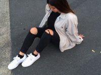 sentada en la calle